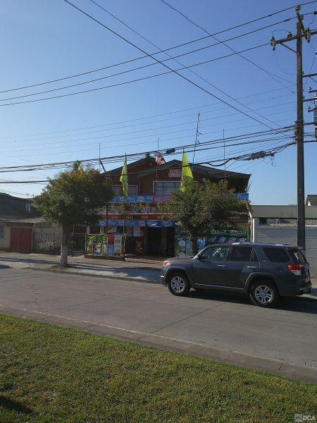 Casa y local comercial funcionando.